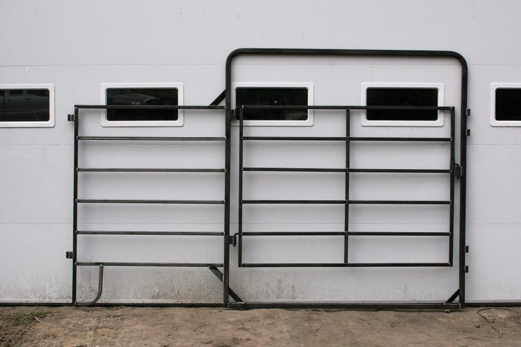 Above: 6-Bar Walk-In Cattle Panel